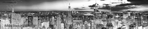 Poster Verenigde Staten Night view of Manhattan from the skyscraper's observation deck. New York.