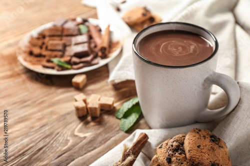 Stampa su Tela Cup of hot chocolate on wooden table