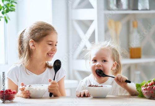 Fototapeta children having breakfast