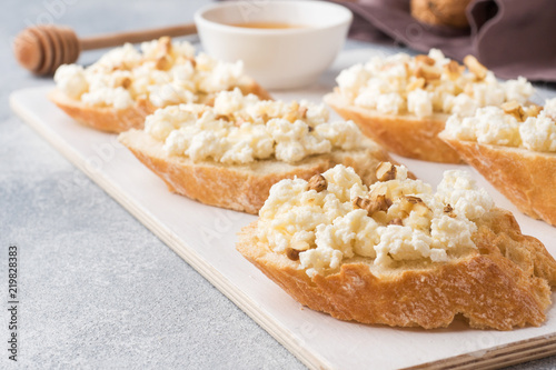 Snack bruschetta with cottage cheese, walnut and honey