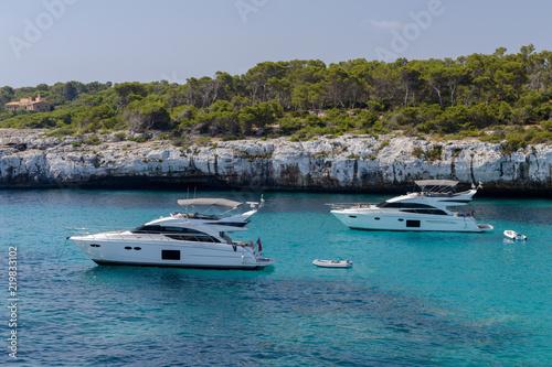 Deurstickers Australië white yacht in a beautiful sea lagoon