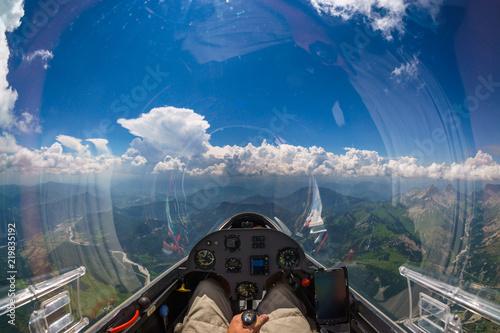 Im Cockpit eines Segelflugzeuges über Begen