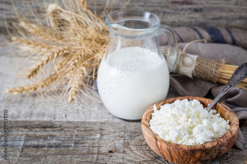 Poster Produit laitier Selection of dairy products on rustic wood background