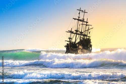 Stampa su Tela Old ship silhouette in sunset scenery, Italy