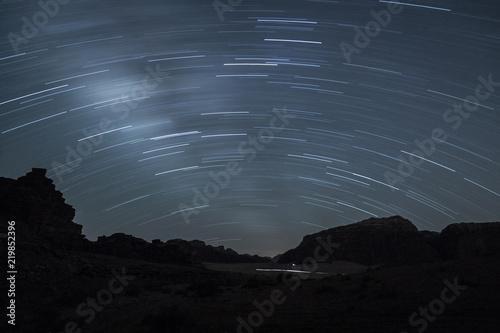 Photo  Starry night in Khazali Canyon, Wadi Rum desert, Jordan