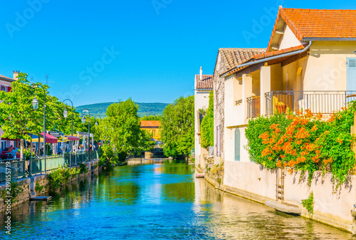 Fotomural Channel running around the historical center of l'Isle sur la Sorgue in France