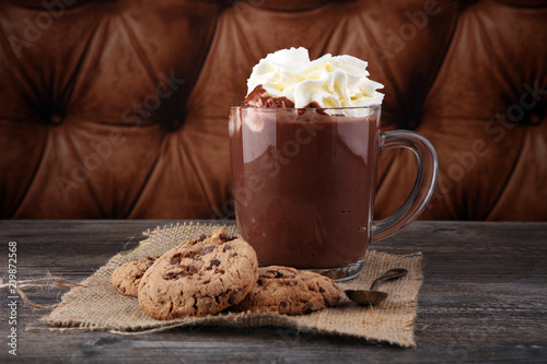 Spoed Foto op Canvas Chocolade hot chocolate with cocoa and chocolate chip cookies.