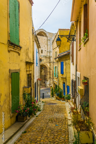 Fotografie, Obraz View of a narrow street in the historical center of Arles, France