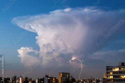 Cumulonimbus, grzmot, partyzancki ulewny deszcz