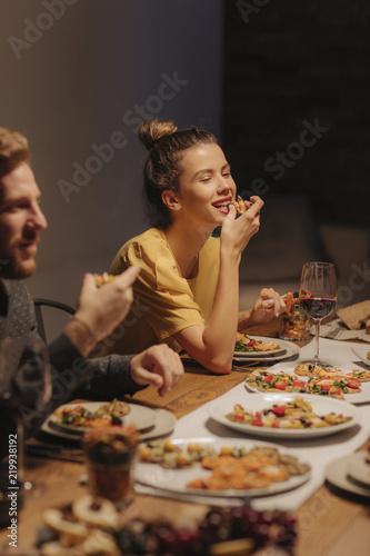 Fotografia  Friends Enjoying at Dinner Party