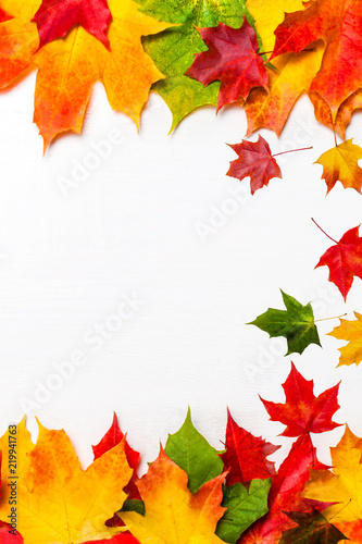 Foto Rollo Basic - Autumn frame composition made of falling  autumn leaves on white background with Copy space.  Flat lay, top view. (von nataliazakharova)