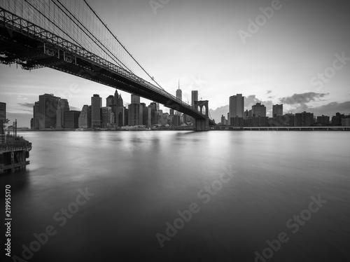 Keuken foto achterwand Amerikaanse Plekken Brooklyn Bridge in New York City in Schwarz Weiss
