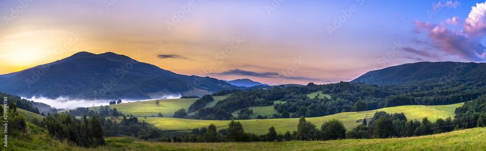 Fototapety, obrazy: Bieszczady, Połonina Caryńska przed wschodem słońca