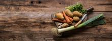 Assortiment De Légumes Sur Planche Rustique