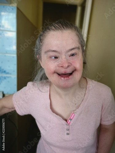 Photographie portrait of old woman with down syndrome