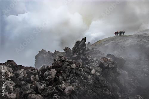 Escursionisti in cima al Vulcano Etna