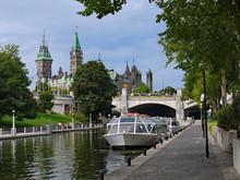 Ottawa, View Along Rideau Cana...