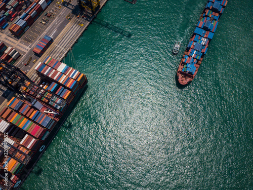 Tuinposter Poort Top view over container terminal in Hong Kong
