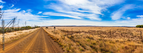 Photo  Dirt roads and fields of the Karoo near Gariep dam, South Africa.