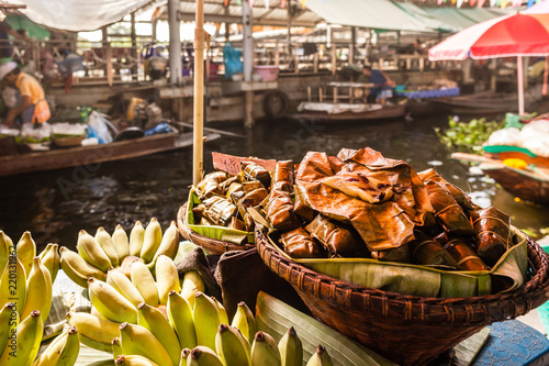 Foto  Bananas in the floating market