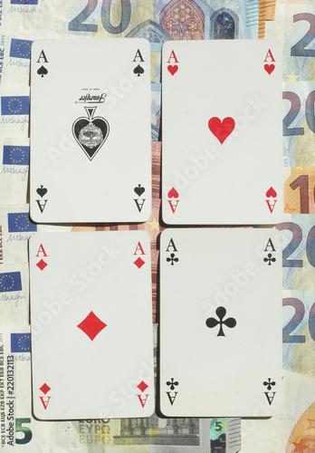 Fotografie, Obraz  Spielkarten Vier Asse, Euro-Banknoten