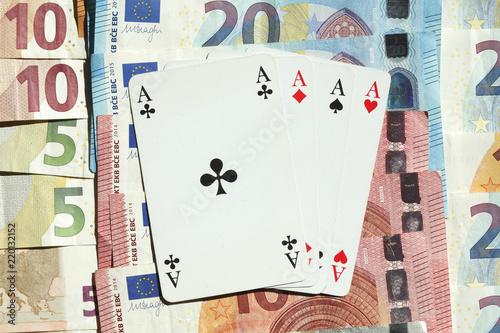 Obraz na plátně  Spielkarten Vier Asse, Euro-Banknoten