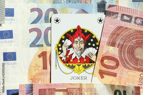 Fotografie, Obraz  Joker-Spielkarte, Euro-Banknoten