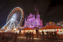Illuminations De Noël Sur La Place De La Réunion à Mulhouse En Alsace