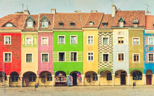 Obraz Średniowieczne domy na centralnym rynku w Poznaniu - fototapety do salonu