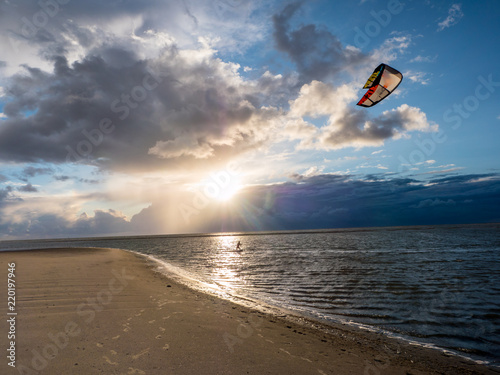 Kitesurfer am Ordinger Strand in St. Peter-Ording
