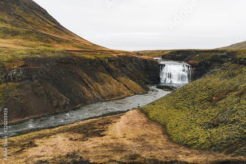 Poster Pekin Iceland waterfall among green hills