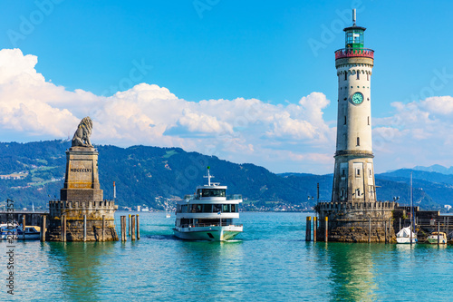 Montage in der Fensternische Blau Lighthouse and lion statue in Lindau, Germany