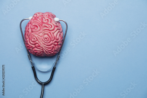 Fotomural Mental health concept. human brain on a blue background