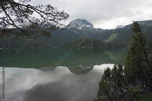Foto  Black Lake in Durmitor National UNESCO park near Zabljak, Montenegro