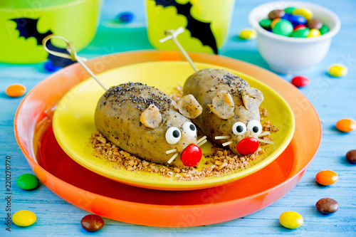 Funny mice cakes - sweet Halloween treat idea for kids