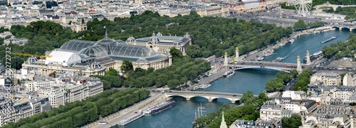 Poster de jardin Paris Aerial panoramic view of Alexandere III and Invalides bridges on Seine river and Grand Palais and Petit Palais in Paris, France
