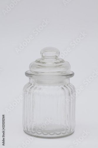 Fotografie, Obraz  recipiente de cristal  transparente sobre fondo blanco