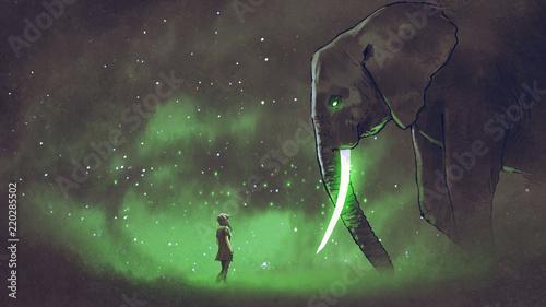 Fototapeta premium młoda kobieta stoi przed gigantycznym słoniem ze świecącymi zielonymi kłami, cyfrowy styl sztuki, malowanie ilustracji