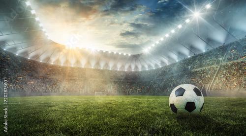 Piłka jest na stadionie piłkarskim na trawie