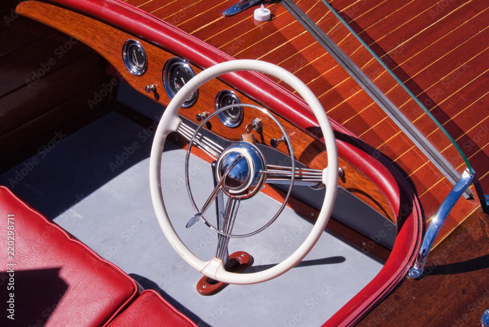 Interior Of An Antique Wooden Boat And Its Steering Wheel Foto