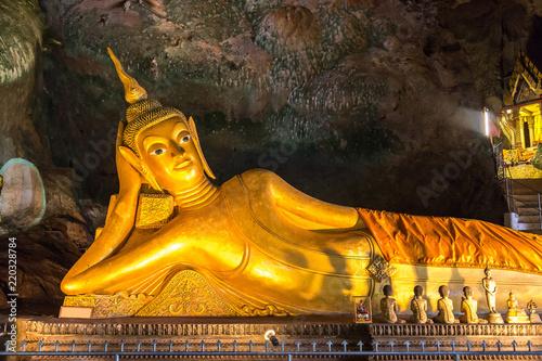 Foto op Aluminium Aap Wat Tham Suwankhuha Temple