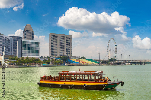 Spoed Foto op Canvas Singapore Traditional tourist boats in Singapore