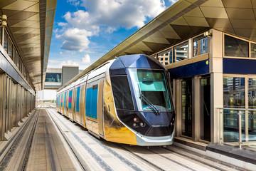 Novi moderni tramvaj u Dubaiju