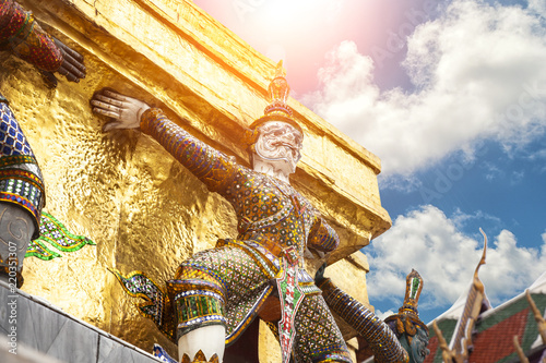 Spoed Foto op Canvas Asia land Giant Buddha in Grand Palace