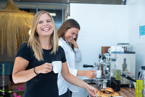 Fototapety, obrazy: team of young businesswoman having a coffee in the coworking