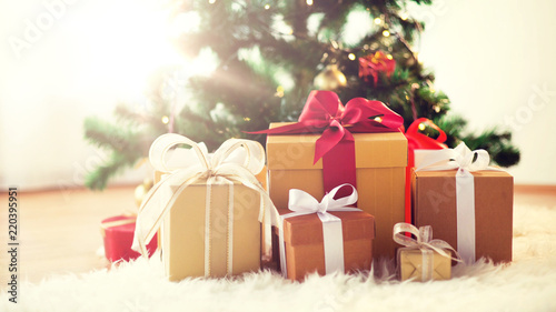 Papiers peints Nature holidays, presents, new year and celebration concept - gift boxes on sheepskin at christmas tree