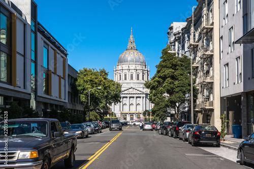 Türaufkleber Autos aus Kuba City Hall of San Francisco, California