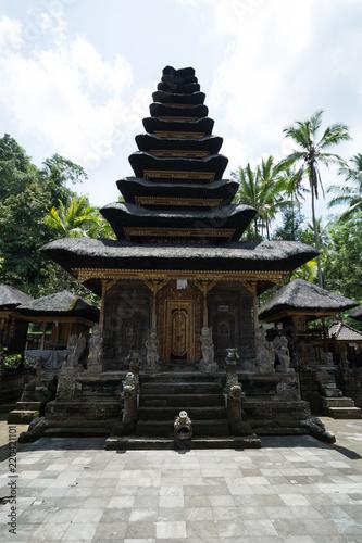 Deurstickers Bedehuis temple pura kehan in bali indonesia with jungle in the background and golden details on the door
