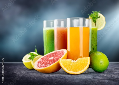 Foto op Plexiglas Sap Tasty fruits and juice on wooden table