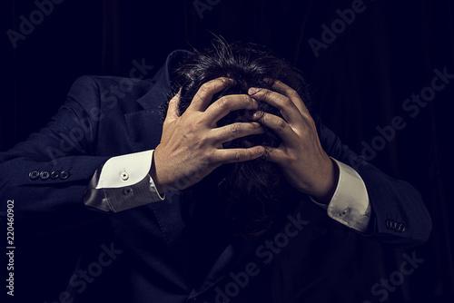 頭を抱えたビジネスマン Canvas Print